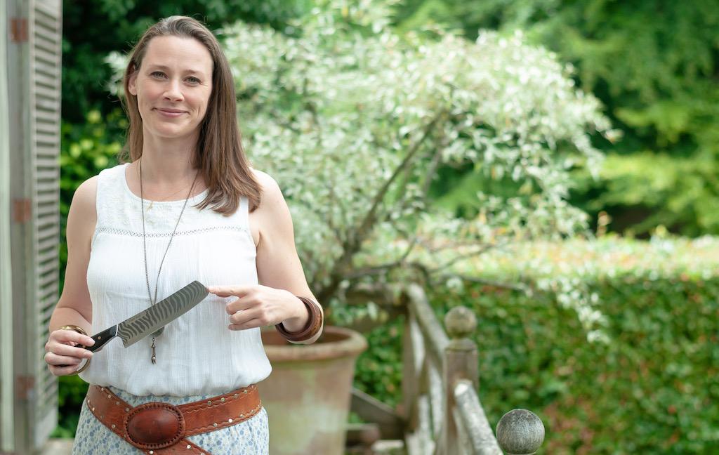 Violet Astor & Savernake Knives